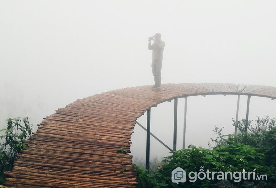 Hòa với mây trời tại Cầu Mây (ảnh internet)