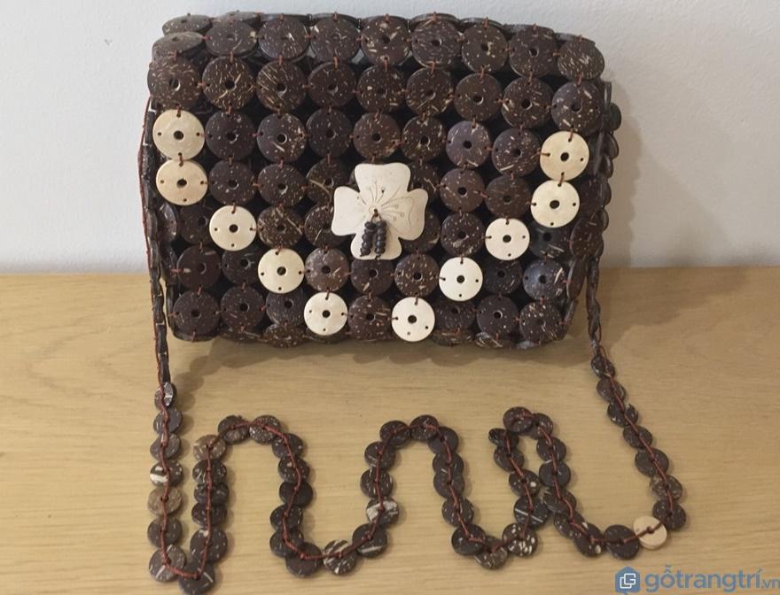 Túi xách làm bằng dừa - Ảnh: Internet