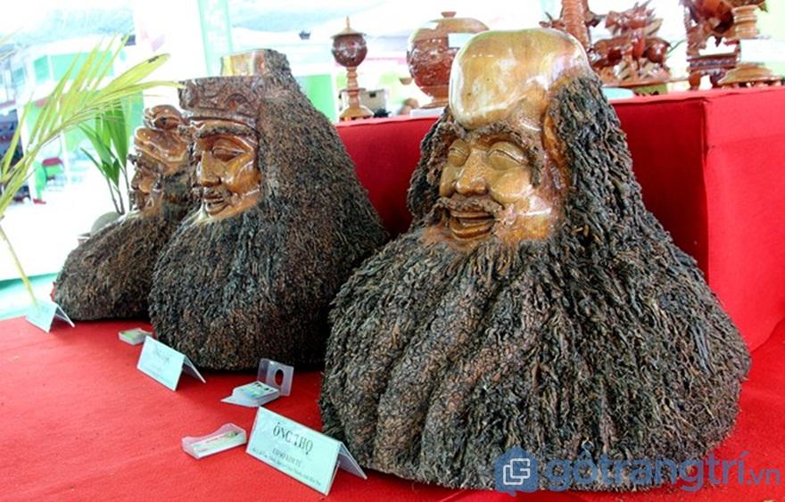 """Ấn tượng bộ ba """"Phúc - Lộc - Thọ"""" được điêu khắc từ rễ dừa - Ảnh: Internet"""