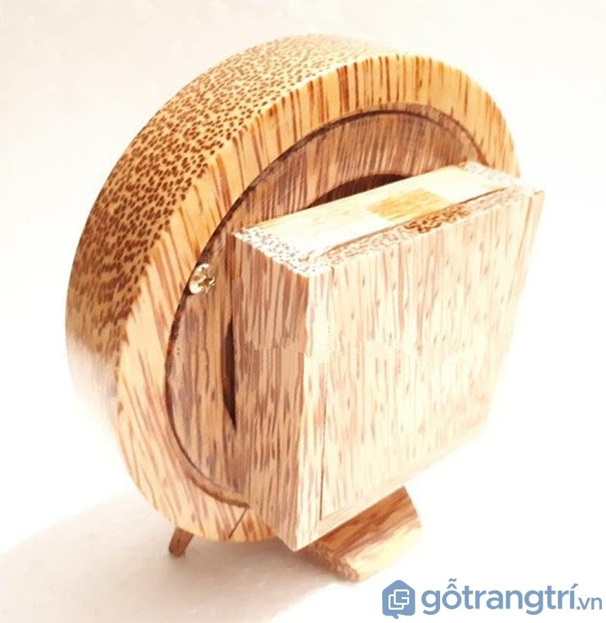 Đồng hồ để bàn bằng gỗ dừa - Ảnh: Internet