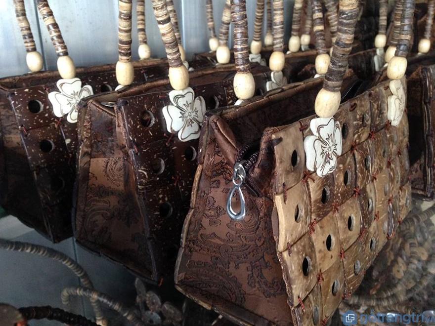 Túi xách được làm từ dừa - Ảnh: Internet