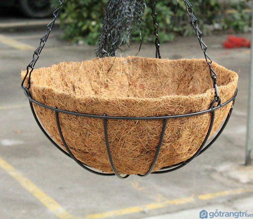 Chậu hoa được làm từ sơ dừa - Ảnh: Internet