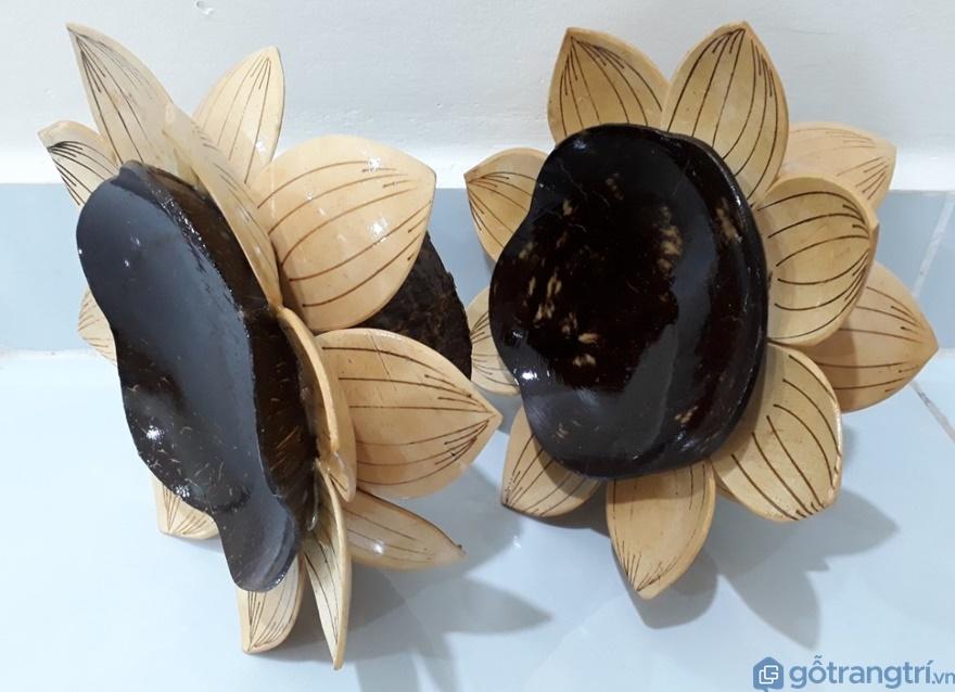 Dĩa hoa sen làm bằng dừa - Ảnh: Internet
