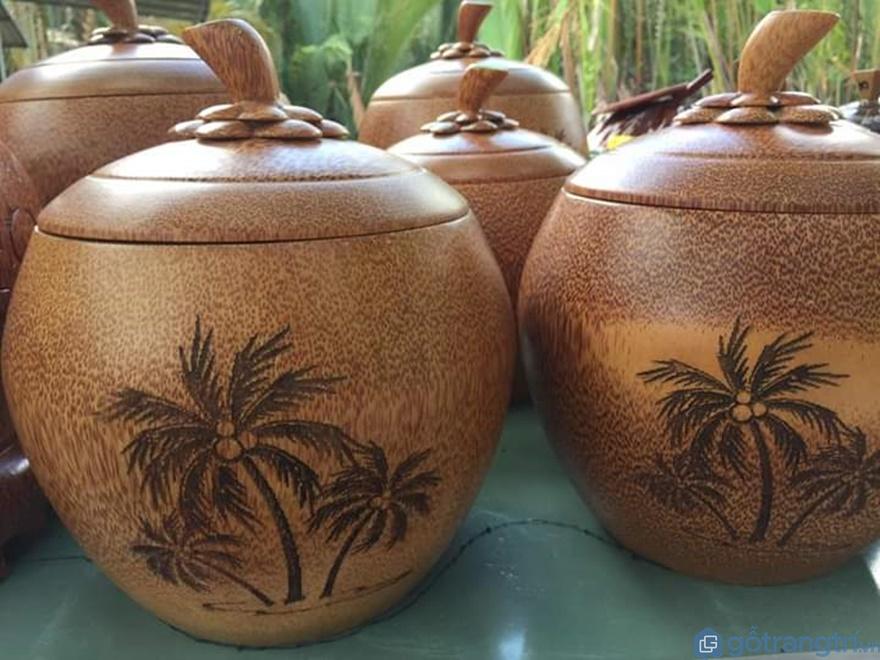 Bình ấm trà giữ nhiệt làm bằng dừa - Ảnh: Internet