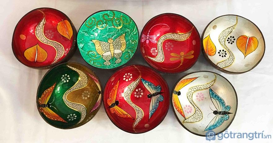 Chén vẽ tranh sơn mài mỹ nghệ dừa - Ảnh: Internet