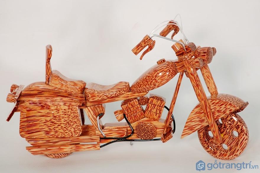 Xe máy từ gỗ dừa - Ảnh: Internet