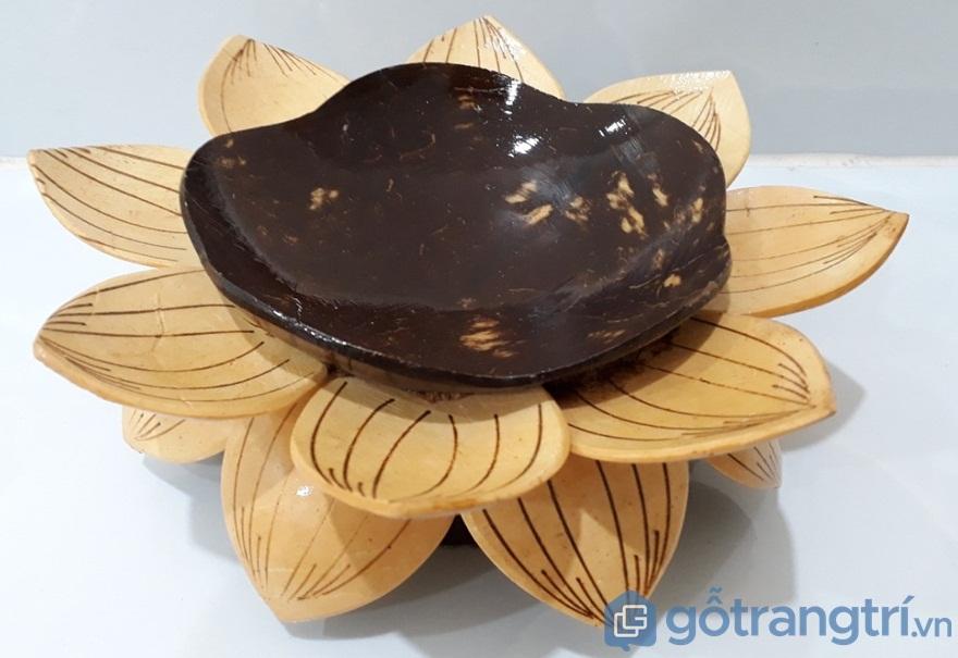Dĩa gáo dừa hình hoa sen - Ảnh: Internet