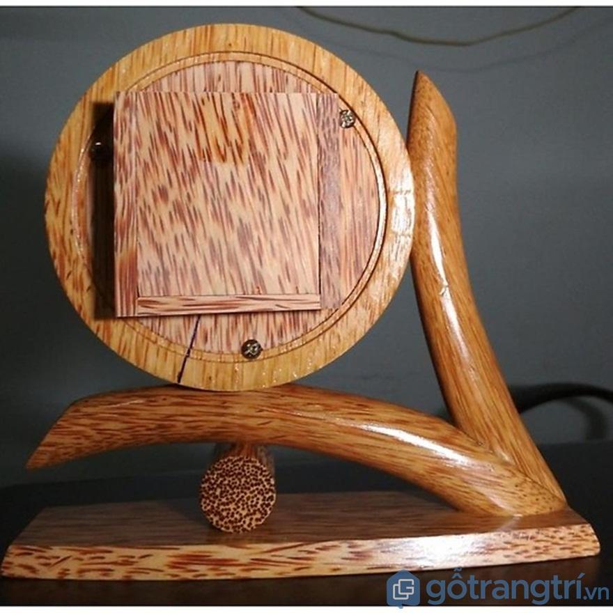 Đồng hồ làm từ gỗ dừa - Ảnh: Internet