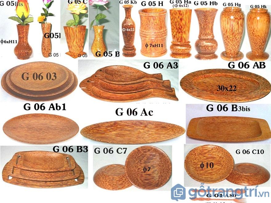Chiêm ngưỡng sản phẩm mỹ nghệ làm từ gỗ dừa độc đáo -Ảnh: Dotinh.com