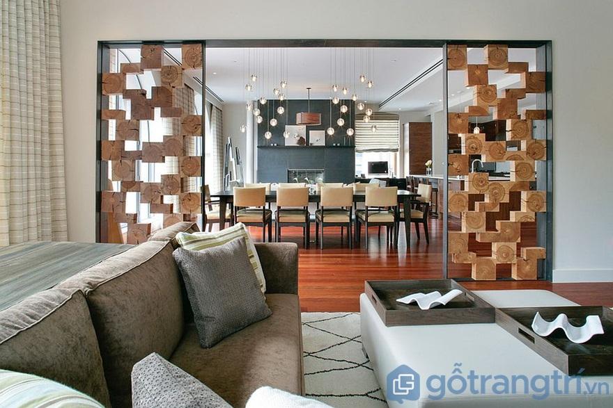 Vách ngăn gỗ phòng khách và bếp với yếu tố họa tiết hấp dẫn - Ảnh: Internet