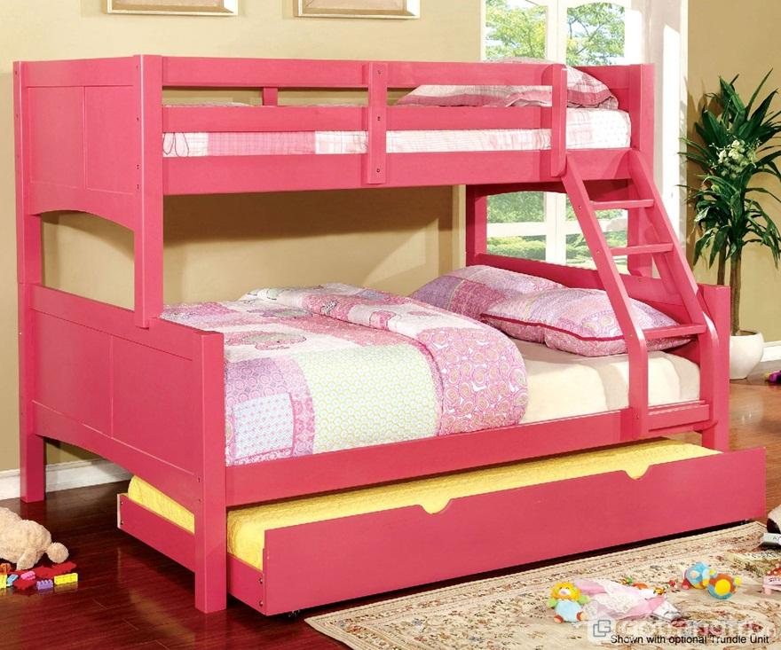 Giường tầng màu hồng được tích hợp với giường ngủ kéo - Ảnh: Internet