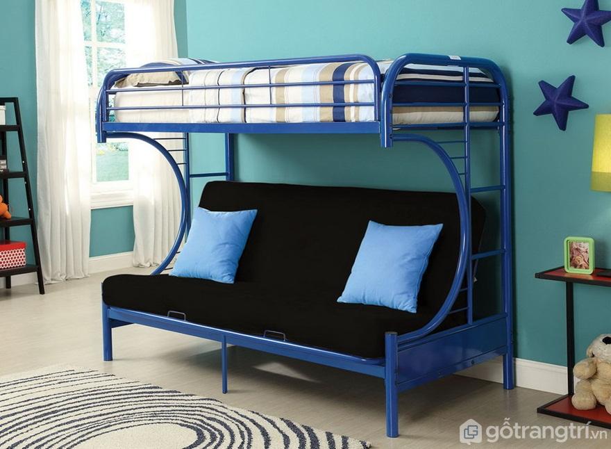 Chiếc giường tầng màu xanh này thiết kế khá thú vị khi tầng dưới được thiết kế theo kiểu ghế sofa dài, tầng tầng trên là giường ngủ - Ảnh: Internet