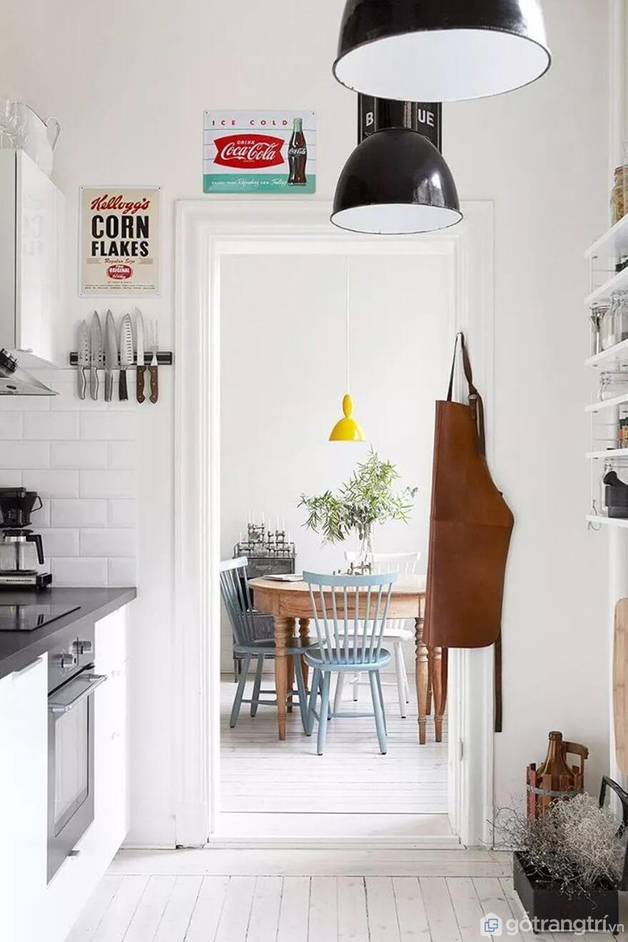 Mẫu 02: Nhà bếp nhỏ với tông màu trắng sáng - Ảnh: Internet