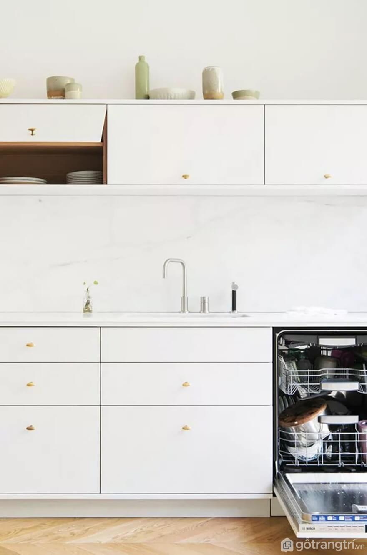 Mẫu 04: Nhà bếp nhỏ với tông màu trắng chủ đạo - Ảnh: Internet