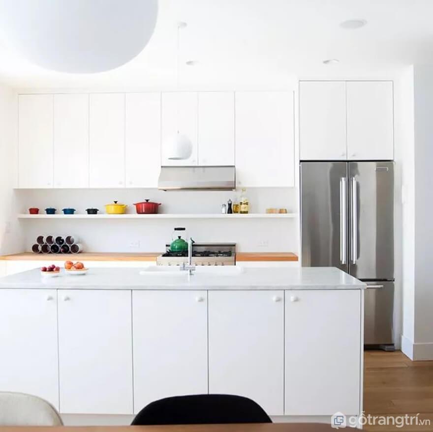 Mẫu 04: Nhà bếp nhỏ nổi bật tông màu trắng - Ảnh: Internet