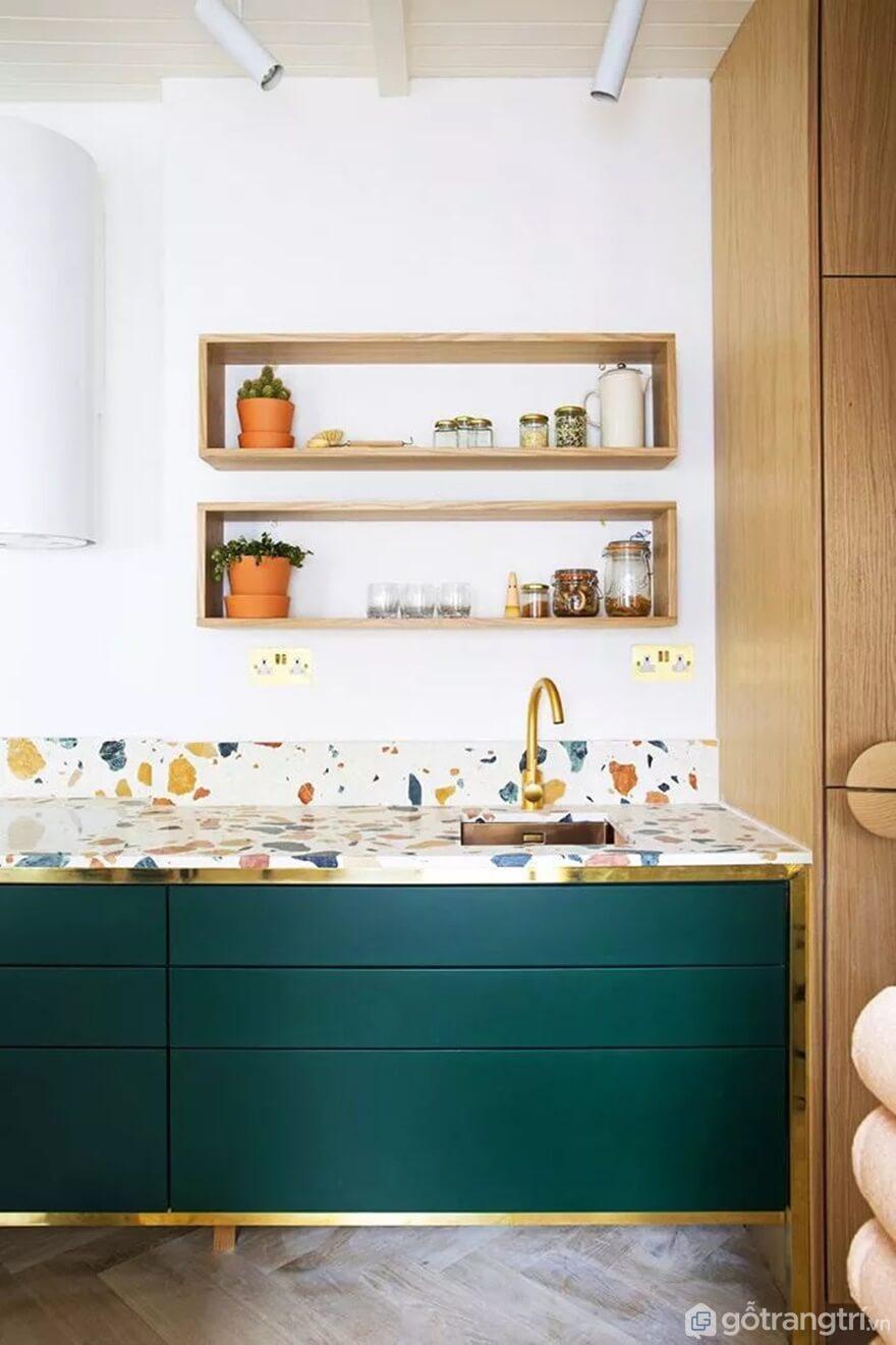 Mẫu 04: Nhà bếp nhỏ được ốp lát bằng gạch hoa nhiều màu - Ảnh: Internet