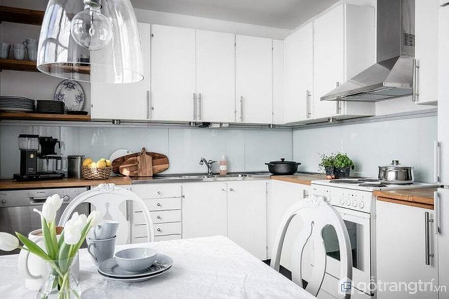 Mẫu 01: Nội thất nhà bếp theo phong cách Bắc Âu nổi bật với gam màu trắng - Ảnh: Internet