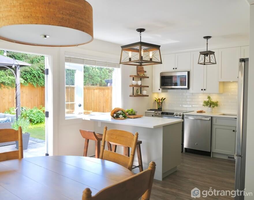 Ánh sáng và luồng khí tự nhiên vào căn phòng - Ảnh: Dotinh.com