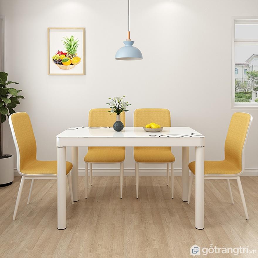 Màu vàng sáng tươi của bàn ăn 4 ghế - Ảnh: Internet