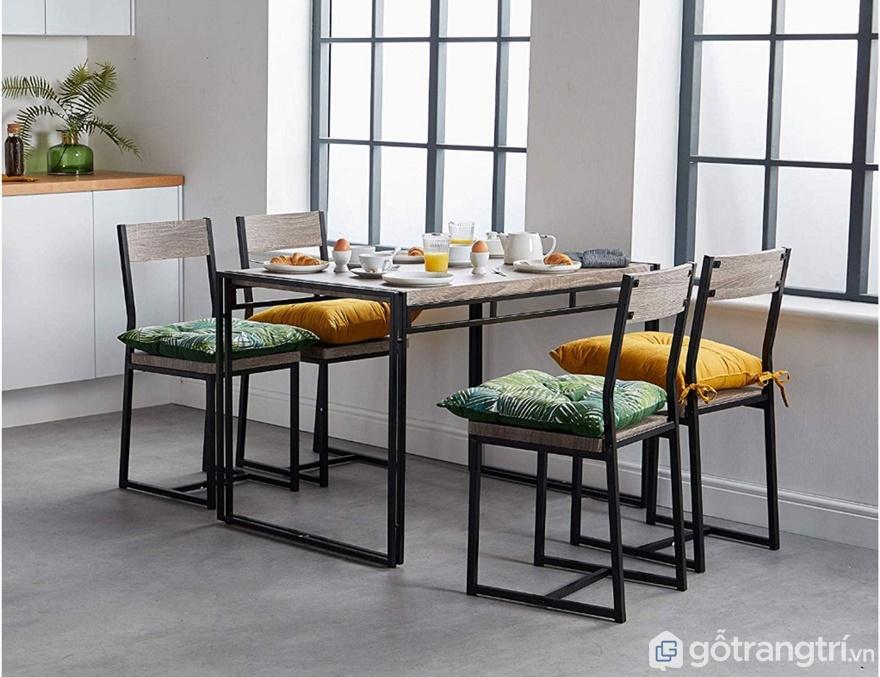 Bộ bàn ăn 4 ghế phù hợp với gia đình nào? - Ảnh: Internet