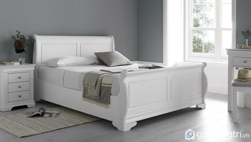 Giường ngủ màu trắng tượng trưng cho sự thanh khiết, giản đơn - Ảnh: Internet