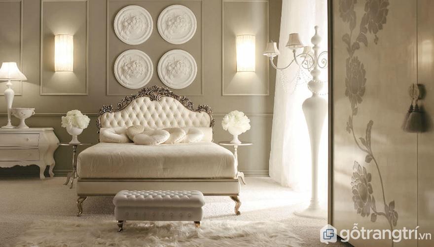 Giường ngủ phong cách châu Âu nhìn rất nhã nhặn - Ảnh: Internet