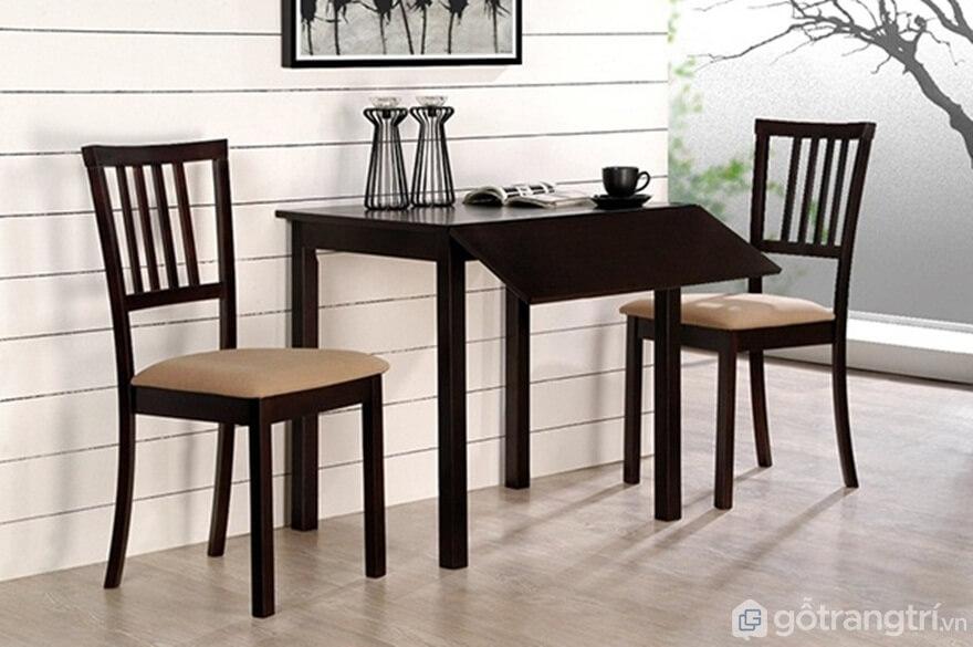 Bộ bàn ăn 2 ghế với tông màu nâu ấm cúng nhìn rất thanh lịch - Ảnh: Internet