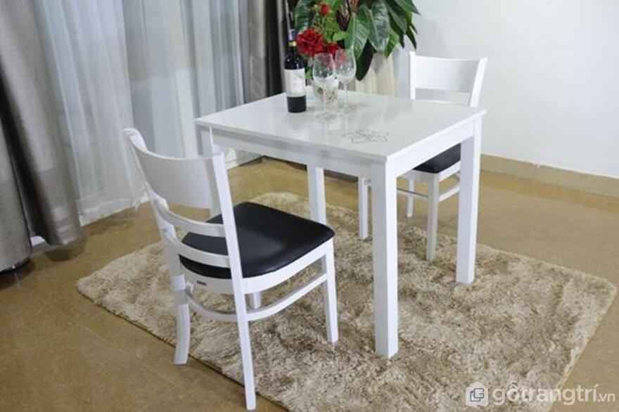 Bàn ăn 2 ghế đẹp hiện đại với gam màu đen trắng - Ảnh: Internet
