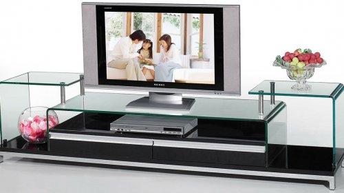 So sánh ưu nhược điểm của kệ tivi kính và kệ tivi gỗ