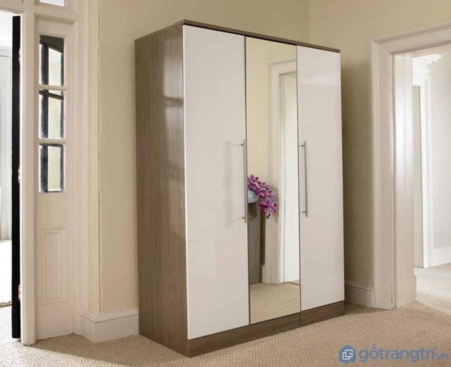 Không nên đặt tủ áo có gương cạnh cửa của phòng ngủ với cửa sổ - Ảnh: Internet