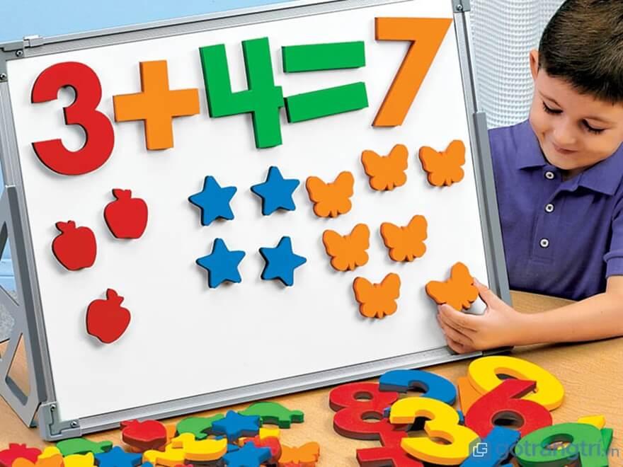 Đồ chơi toán học cho bé trai 3 tuổi giúp các bé phát triển tư duy nhanh chóng - Ảnh: Internet