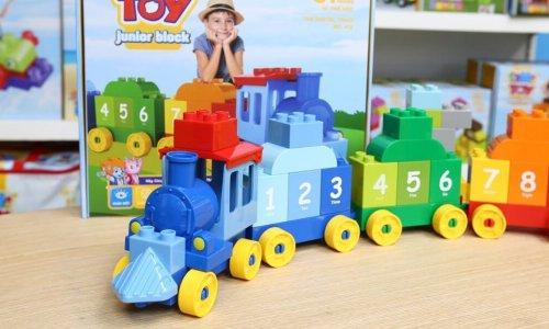 Gợi ý đồ chơi cho bé 2 tuổi giúp trẻ phát triển trí thông minh