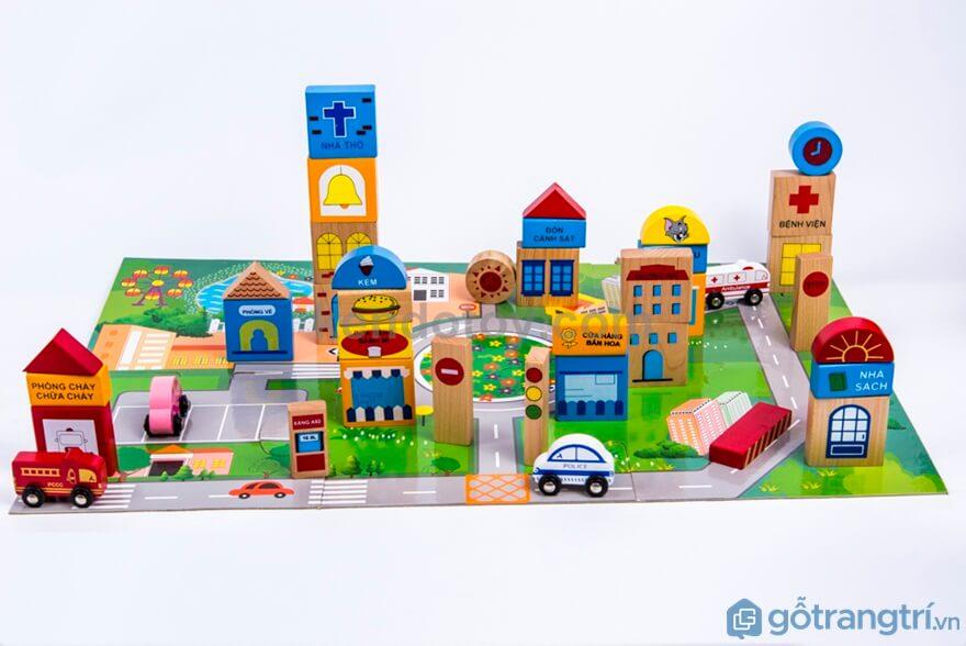 Đồ chơi kích thích hoạt động tư suy sáng tạo như: mô hình trường học, bệnh viện...Ảnh: Internet