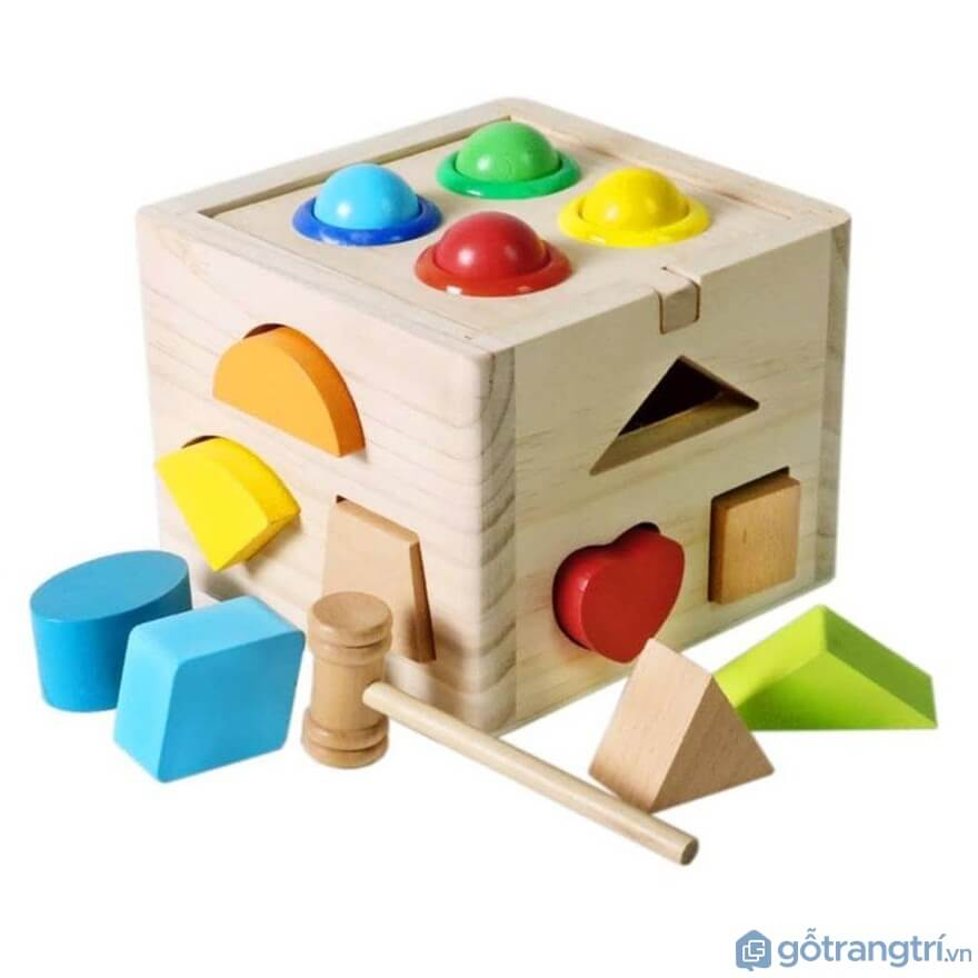 Đồ chơi cho bé trai 1 tuổi: Đồ chơi thả hình khối - Ảnh: Internet