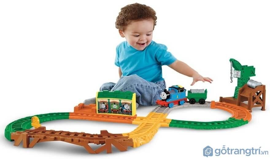 Lựa chọn đồ chơi bé trai có nguồn gốc rõ ràng - Ảnh: Internet