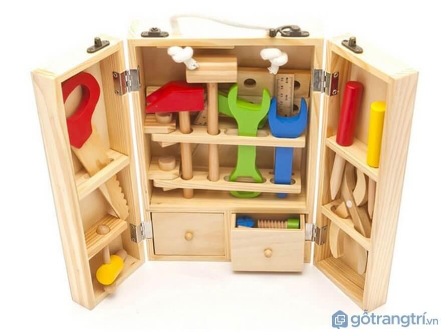 Lựa chọn đồ chơi cho bé trai phải an toàn - Ảnh: Internet