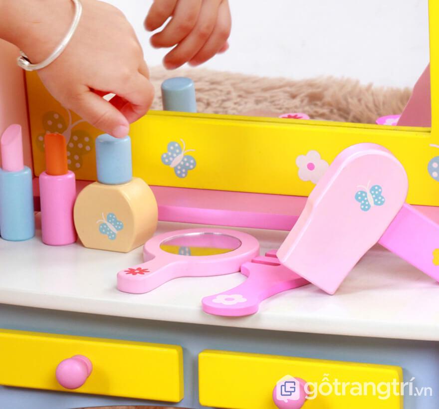 Đồ chơi trang điểm bằng gỗ an toàn cho trẻ