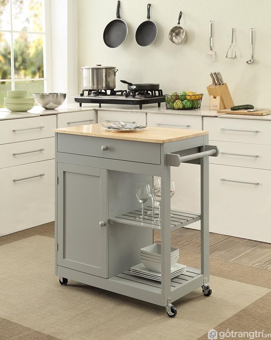 Tủ bếp trệt nhỏ tích hợp với bàn đựng đồ ăn - Ảnh: Internet