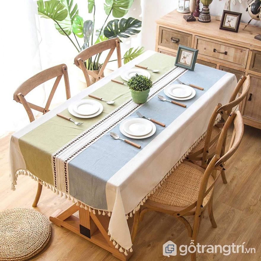 trang trí bàn ăn bằn khăn trải bàn
