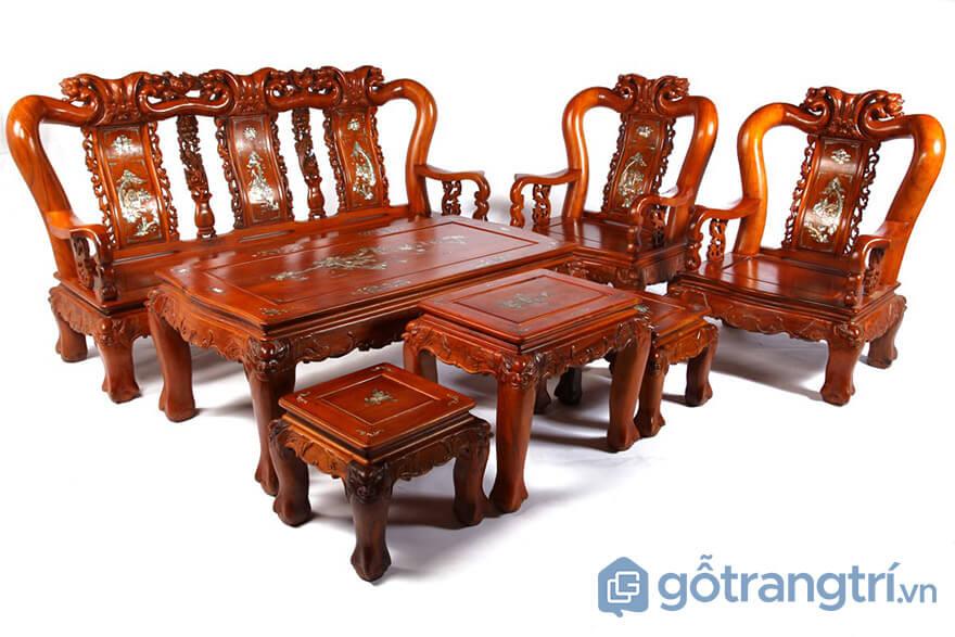 nên mua bàn ghế gỗ hay sofa