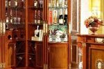 Vì sao bạn nên sở hữu chiếc tủ rượu góc cho phòng khách?