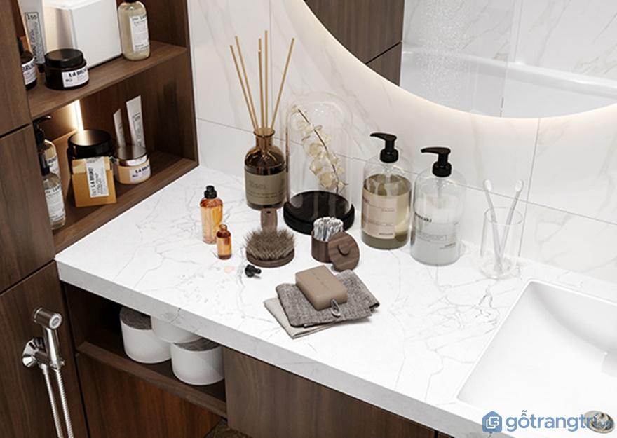 Kệ đựng đồ phòng tắm được ốp mặt đá ceramic nhìn rất sang trọng, rộng thoáng