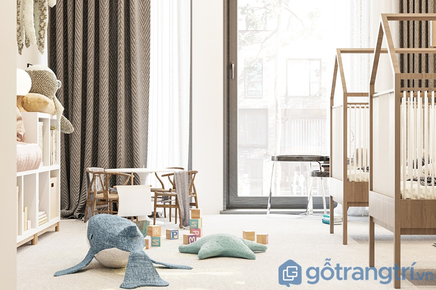 Phòng ngủ cho bé được bố trí ngay cạnh cửa sổ để đưa ánh sáng tự nhiên vào phòng