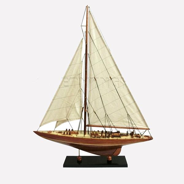 Mo-hinh-du-thuyen-dua-J-Endeavour-GHS-6639-1