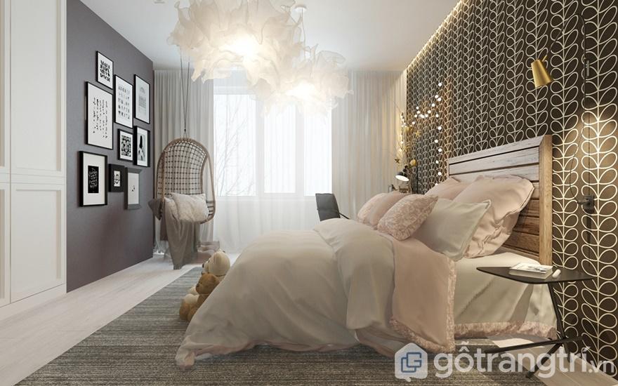 Hệ thống cửa sổ được bố trí rèm vải 2 lớp để đưa ánh sáng tự nhiên vào trong phòng