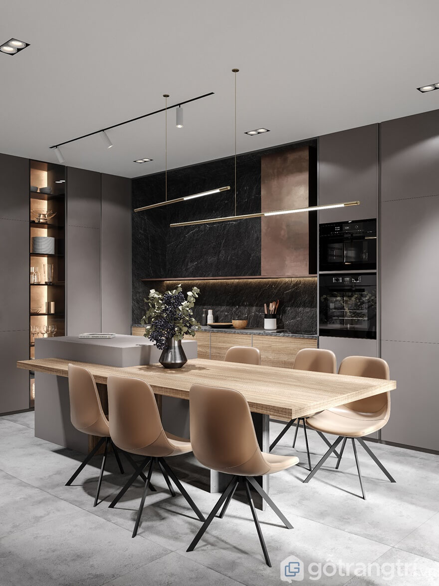 Căn bếp nổi bật lên bởi tông màu nâu của bộ bàn ăn với mặt bàn làm từ gỗ công nghiệp MDF