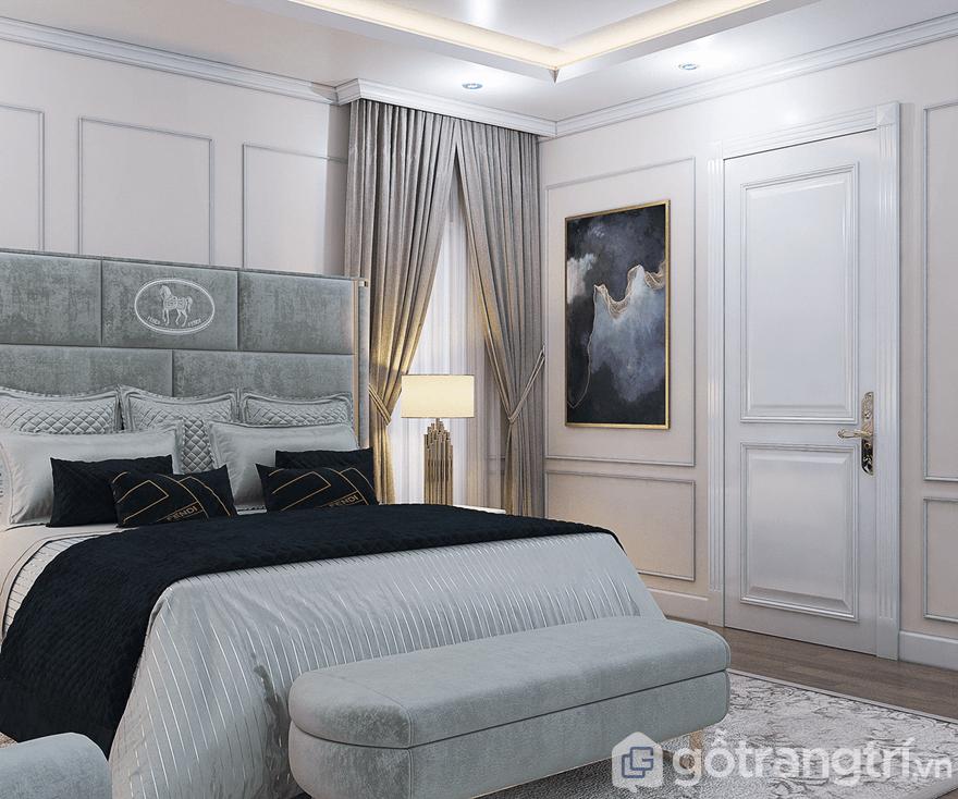 Phòng ngủ được bố trí cạnh cửa sổ để mang thiên nhiên vào trong phòng