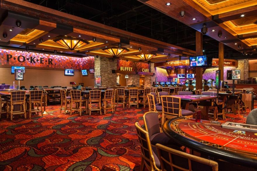 Nội thất casino với thảm trải sàn rối mắt