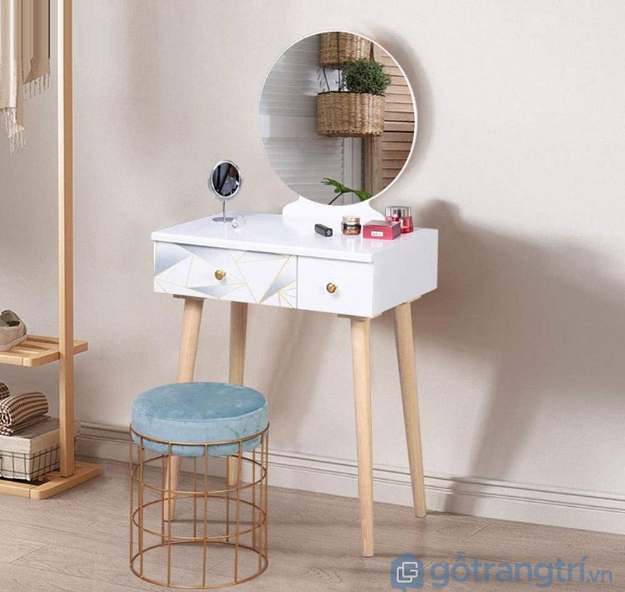 trang trí bàn trang điểm gỗ