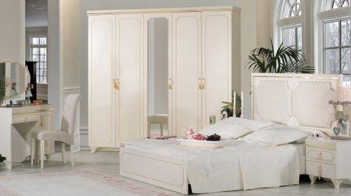Tủ quần áo màu trắng cổ điển